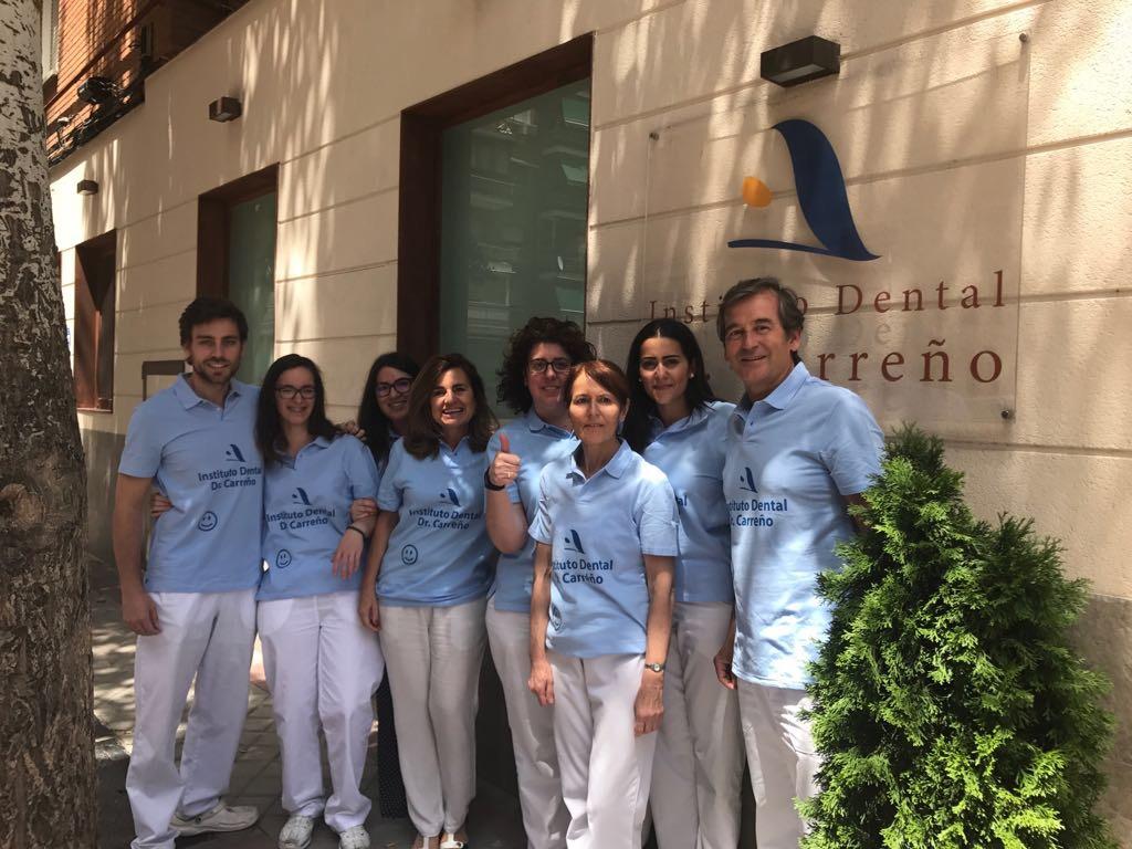 El equipo de dentistas de la clínica dental de Madrid, Instituto Dental Doctor Carreño, que participarán en la carrera solidaria de la Fundación Aladina a favor de los niños con cáncer