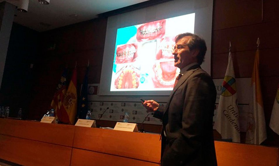 doctor-alberto-carreño-experto-cirugia-ortognatica-ortodoncia-curso-universidad-ceu-valencia